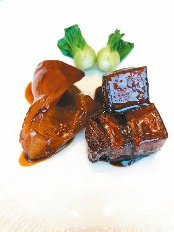 上海總會的紅燒肉拼花膠。 圖/張聰 Desmond Chang