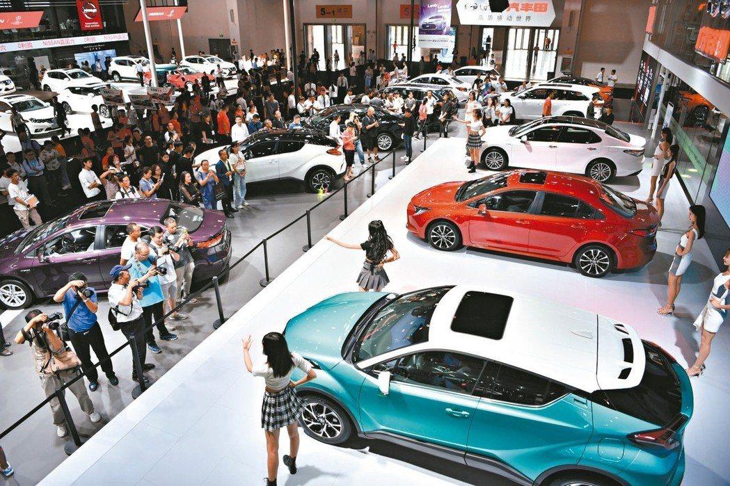 大陸車市回溫,主要車廠6月銷量成長由負轉正,一年來首見。圖為日前在昆明舉行的國際...