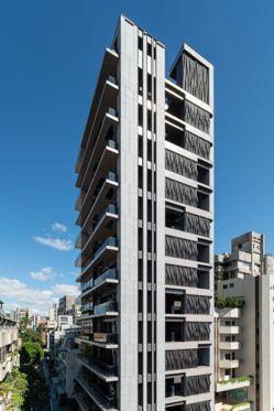「青田青」建物立面以尊貴的肖楠樹作為設計意象,綴以大師盧文勝手工打造的2,018...