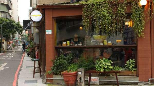 由永康、青田及龍泉等三條街框架形成的「康青龍」街區,隨處都可以看得到創意小店、特...