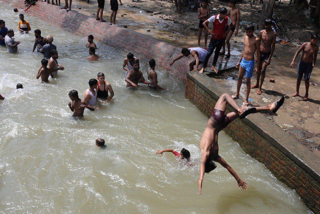 50℃熱浪逾百死,印度將不宜人居。 歐新社