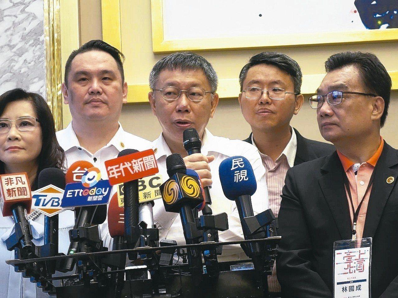 「柯劉會」是本屆雙城論壇關鍵亮點,直到上午才確定。圖為台北市長柯文哲今早受訪。 ...