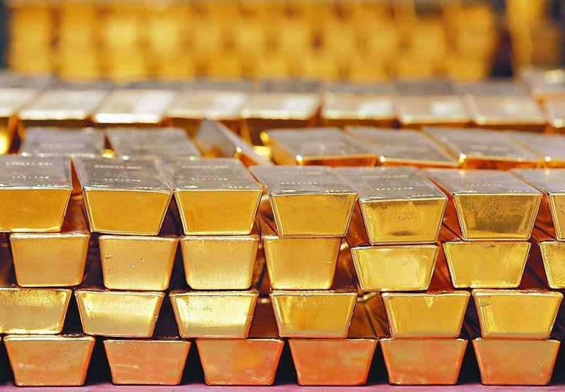 黃金價格周一持穩,投資人持觀望態度。美聯社
