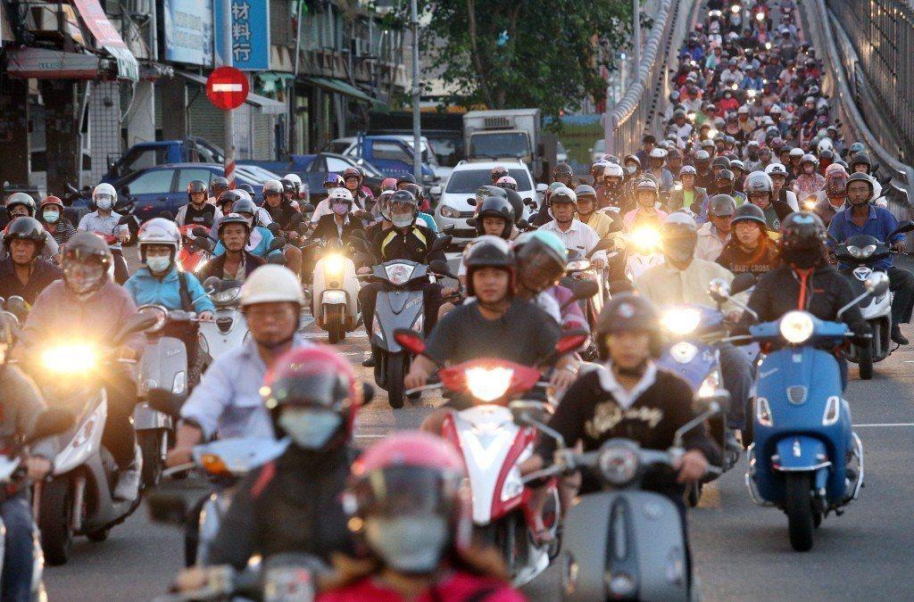 年輕人騎機車比例高,無形中增加交通風險。 圖/聯合報系資料照片