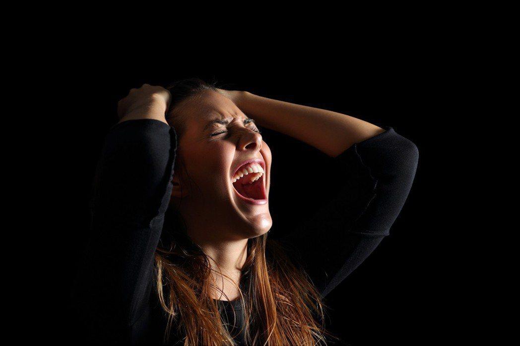 「暴怒」這個形容詞,看字面就可以理解,意思就是突然的、毫無預兆的異常氣憤。但是在...