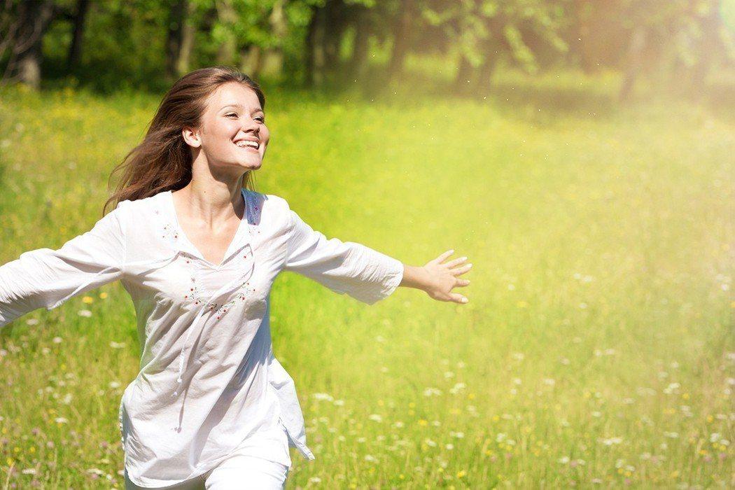 夏天應該穿白色衣服較涼爽? 圖片/ingimage