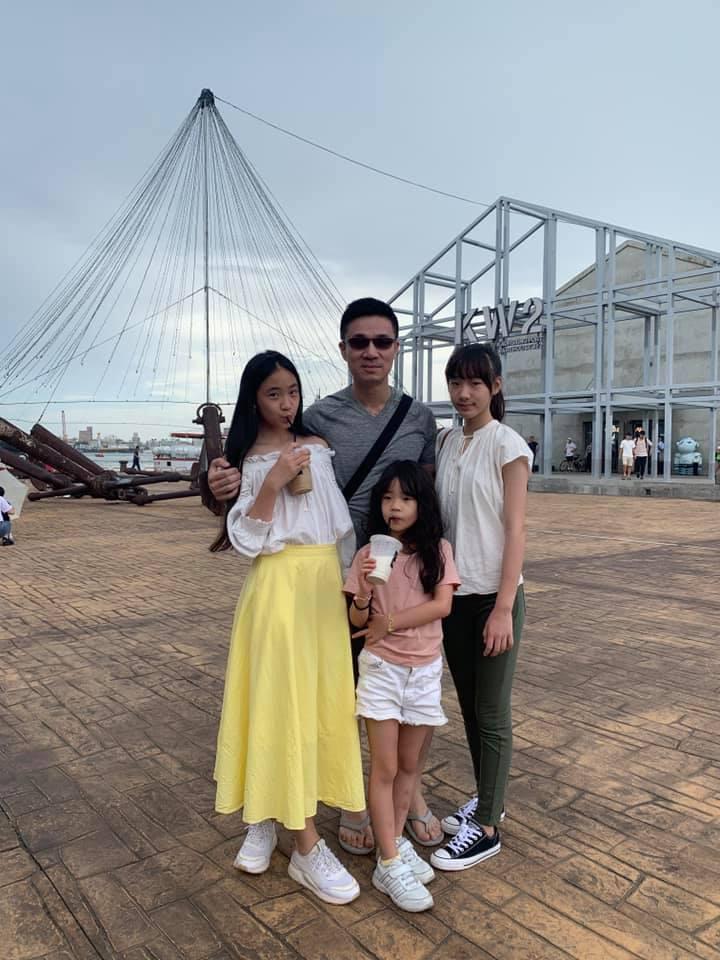 小S老公許雅鈞與女兒們。圖/擷自小S臉書