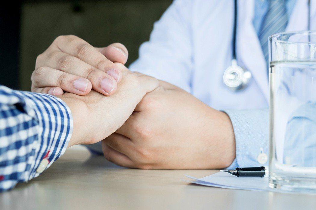 從小學開始接觸多位醫師,讓我感覺到他們的態度都委婉、親切。 圖片/ingimag...