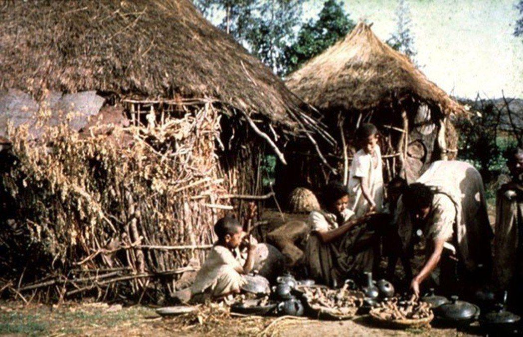 1964年位於衣索比亞猶太人村落(又稱貝塔猶太人),主要技藝以紡織、陶器、鐵器製...