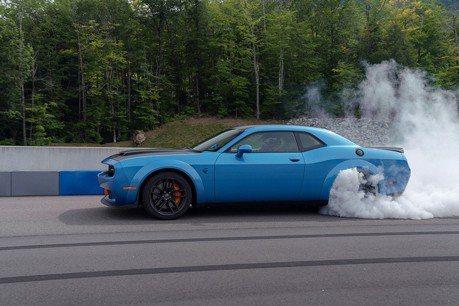 Dodge SRT Hellcat 地獄貓美式肌肉跑車也要變油電?