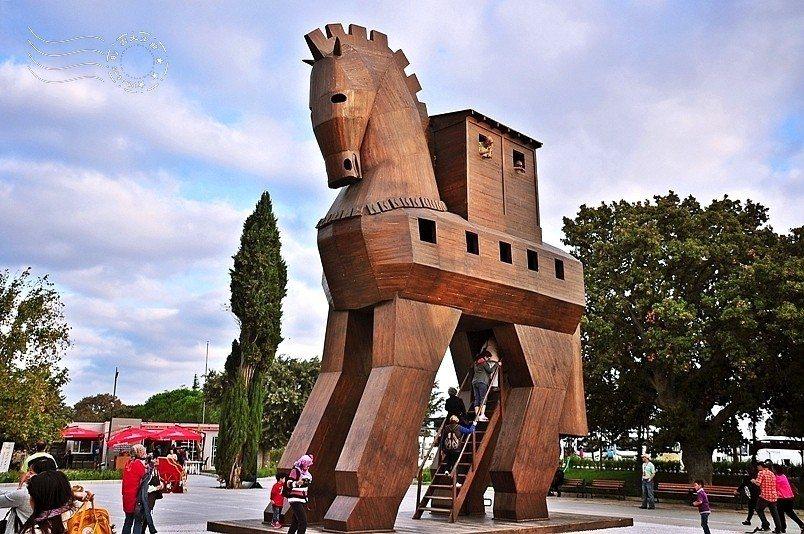 古城特洛伊的示意木馬裝置。