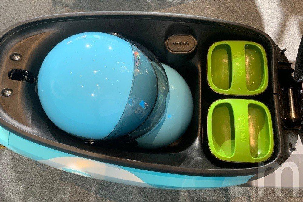 GoShare服務中,同樣會在車輛車廂內放置兩頂安全帽,並且提供衛生頭套供使用者...