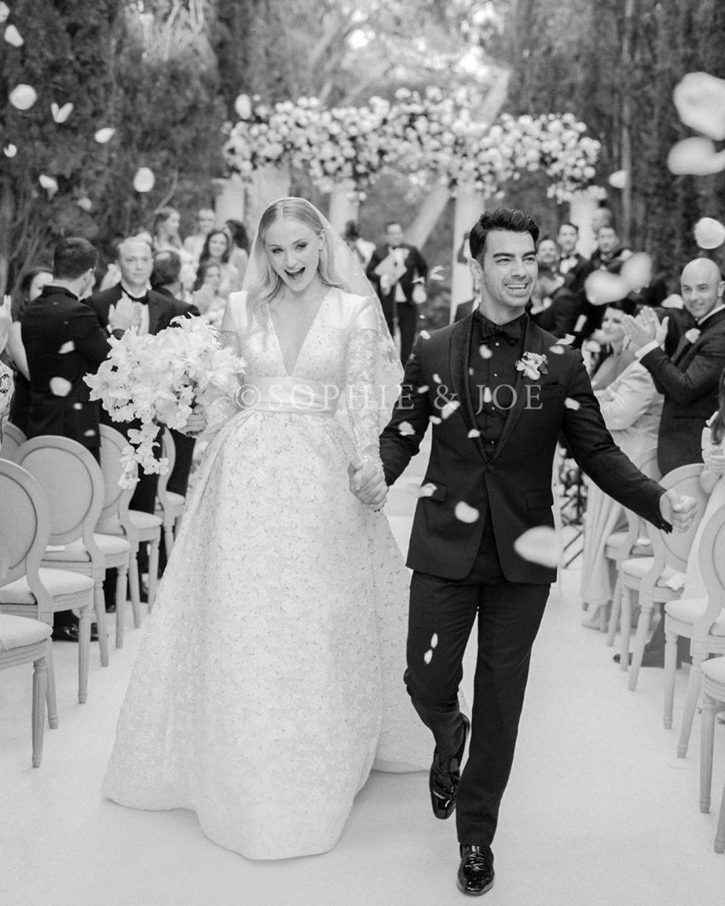 蘇菲透納與喬強納斯有如公主與王子的化身。圖/摘自Instagram