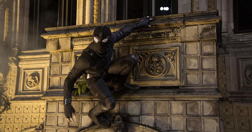 「蜘蛛人:離家日」中出現不一樣款式的新戰袍。圖/索尼提供