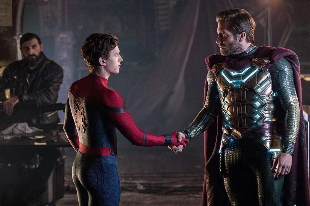 傑克葛倫霍(右)在「蜘蛛人:離家日」表現搶眼。圖/索尼提供