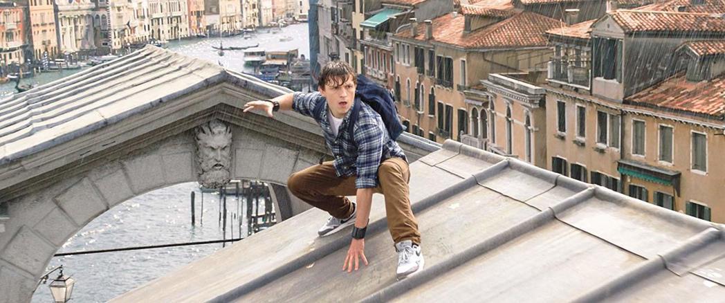 「蜘蛛人:離家日」將威尼斯變成英雄、怪物對打的戰場。圖/索尼提供