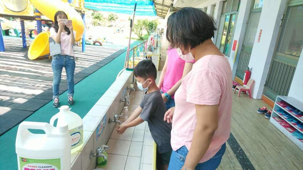 衛生局呼籲孩童要養成良好衛生習慣,手部衛生更為預防腸病毒感染首要預防方法。圖/台...