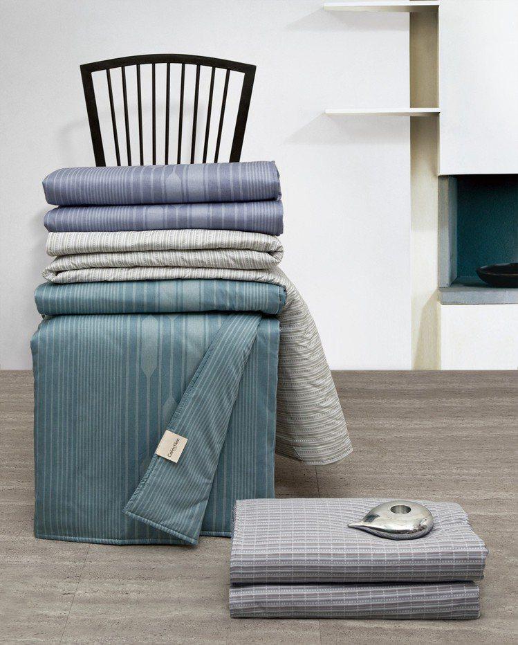日比寢飾夏季涼被多樣極簡風格花色,搭配起來時尚、大方。圖/日比寢飾提供