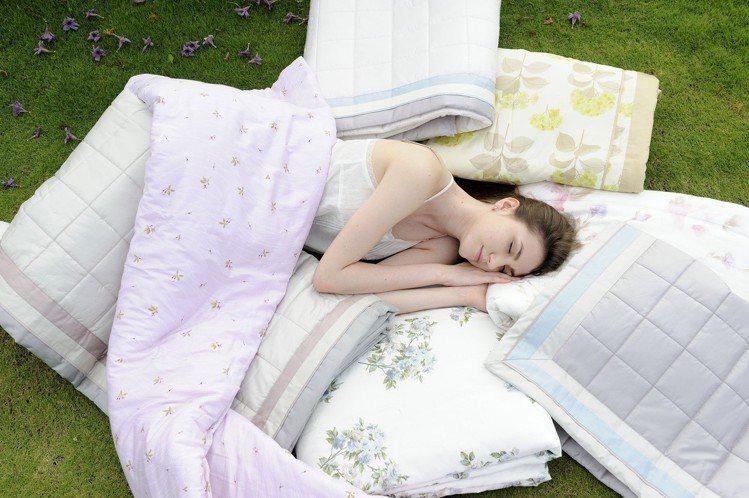 夏季棉被就是要選擇透氣舒爽,才能讓你有一覺好眠到天亮。圖/日比寢飾提供