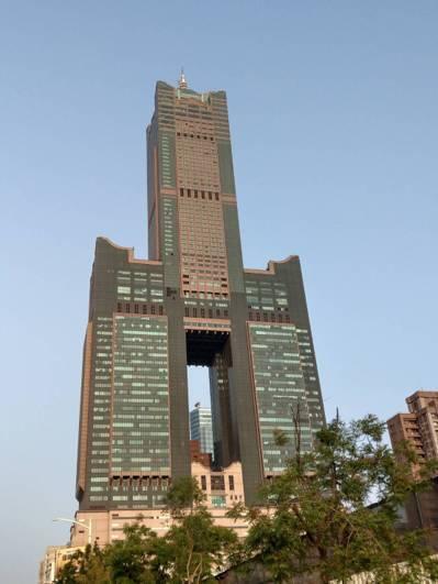 高雄85大樓內的君鴻酒店,今日驚傳歇業,是由海霸王關係企業凱德唐接手營運。 報系...