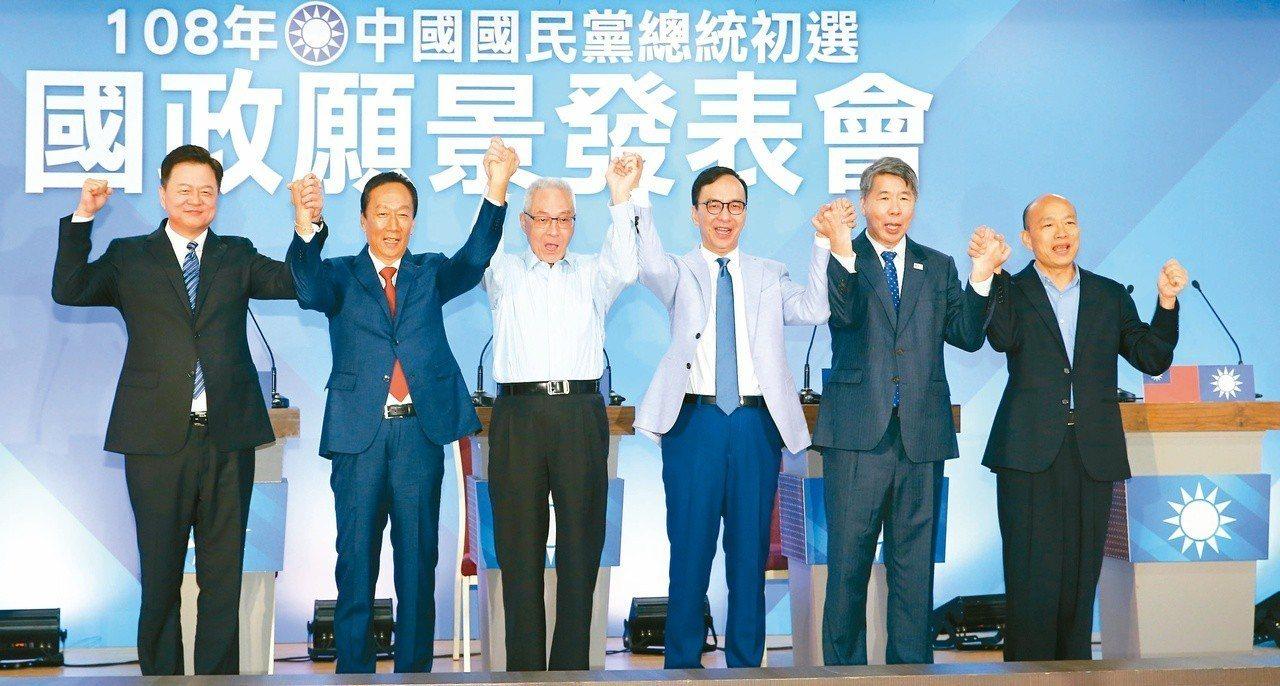 国民党五虎将日前出席第三场政见发表会,党主席吴敦义率领众人高呼团结,下周一将展开为期7天的总统初选民调。本报系资料照
