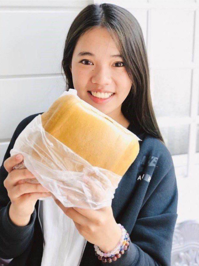 埔里美食「大城黑糖饅頭」份量驚人。IG @fawn3223提供