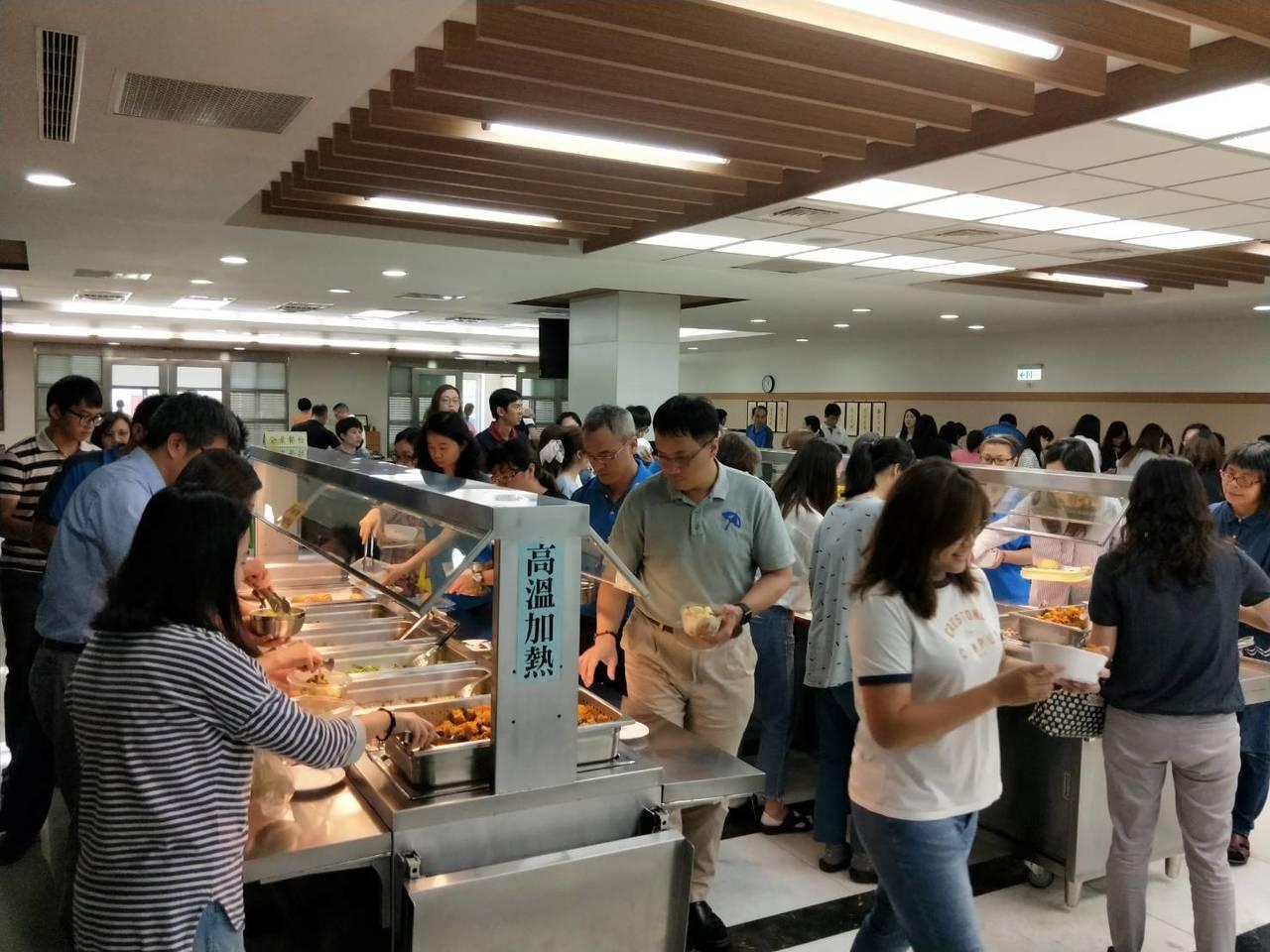 大成鋼餐廳蔬食受到員工歡迎(圖/大成鋼提供)