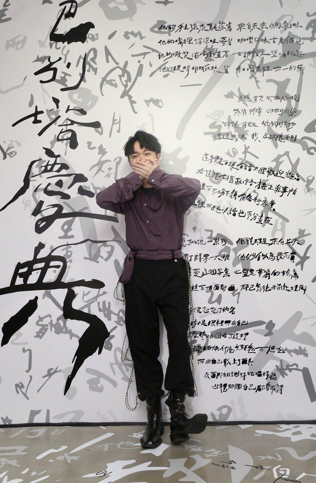 吳青峰時隔一年推出「巴別塔慶典」,講述溝通不良造成許多社會亂象。記者許正宏/攝影