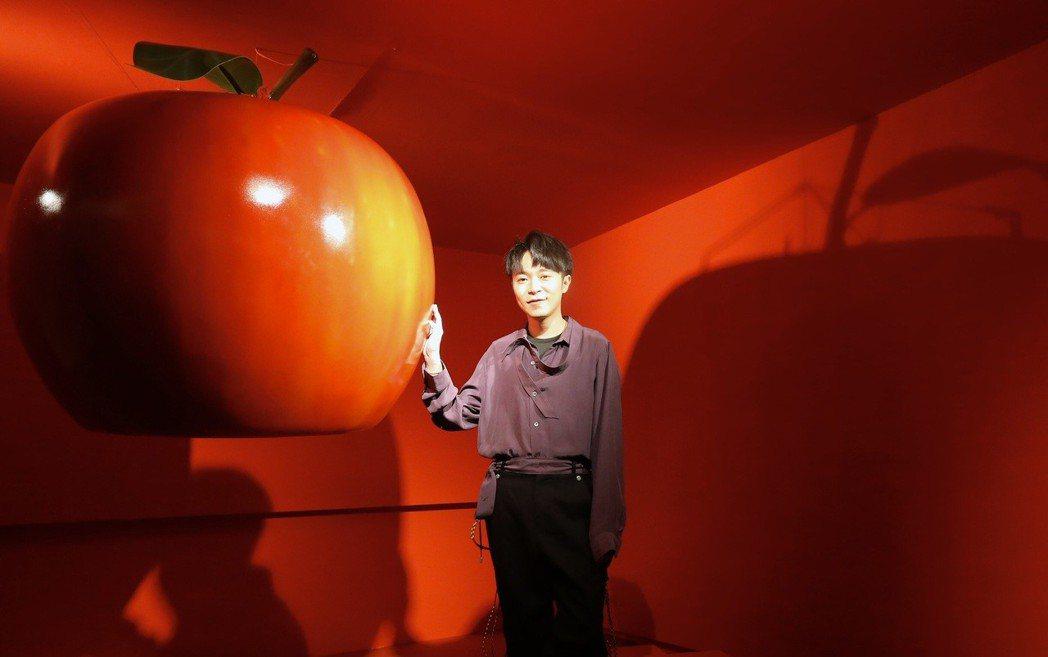 吳青峰推新歌「巴別塔慶典」暨概念展,透過裝置藝術蒐聲。記者許正宏/攝影
