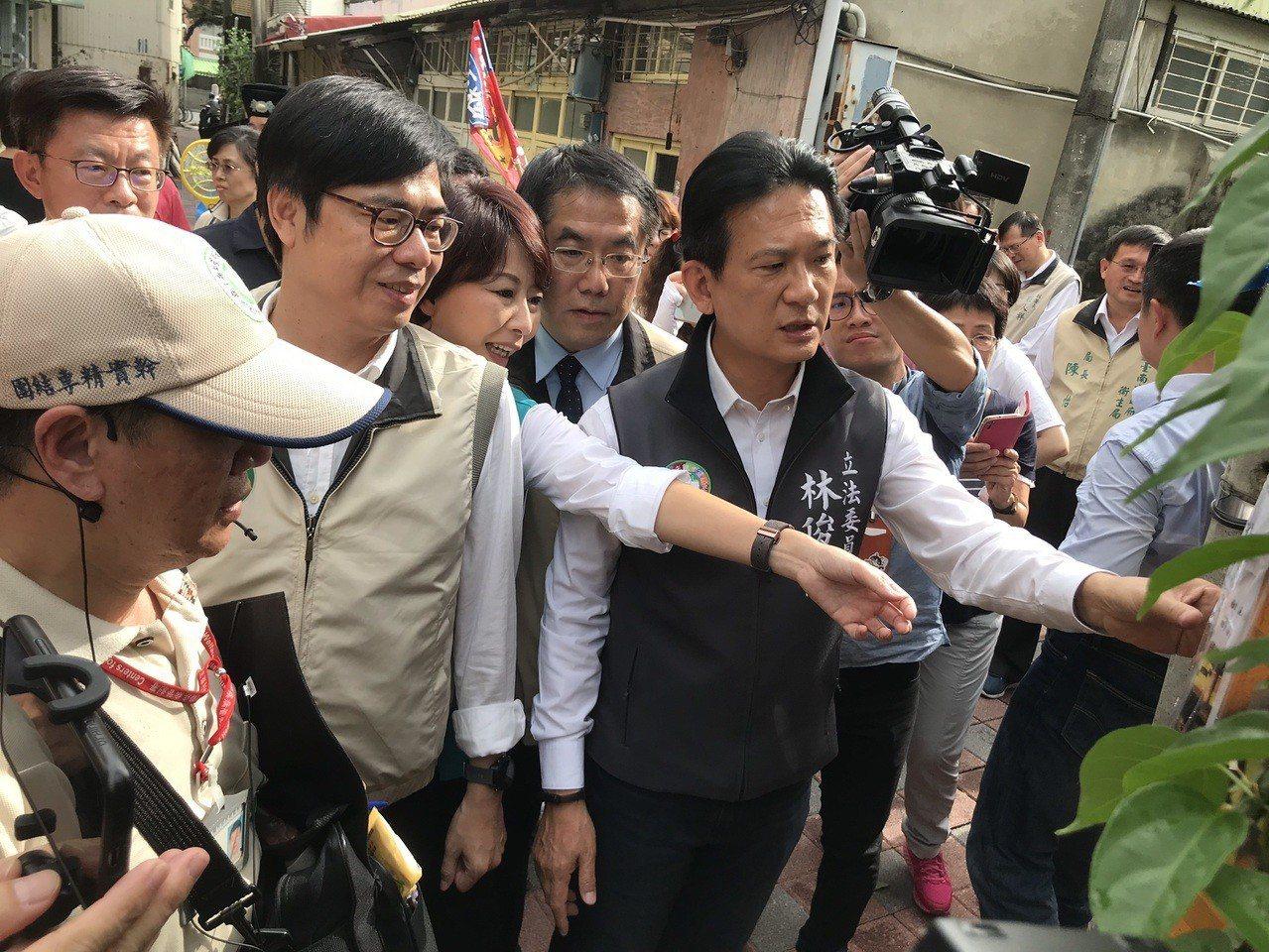 行政院副院長陳其邁今天到台南市中西區視察登革熱孳清。記者鄭維真/攝影
