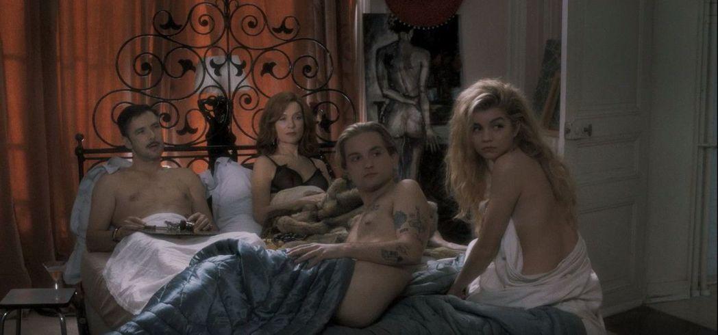 《上流教慾》片中的四人行戀情讓人瞠目結舌。圖/可樂電影提供