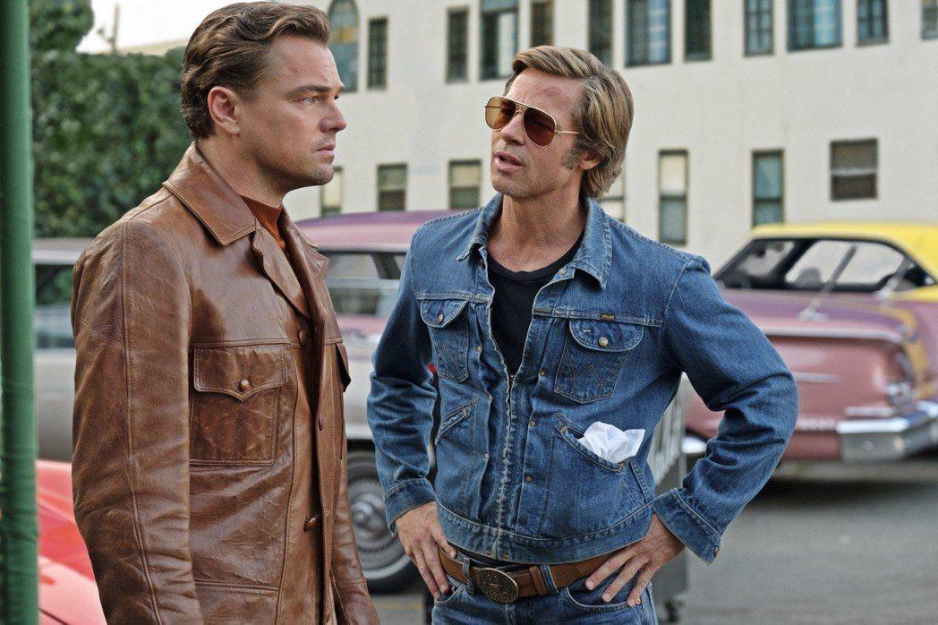 李奧納多狄卡皮歐(左)與布萊德彼特是「從前,有個好萊塢」兩大要角。圖/双喜提供