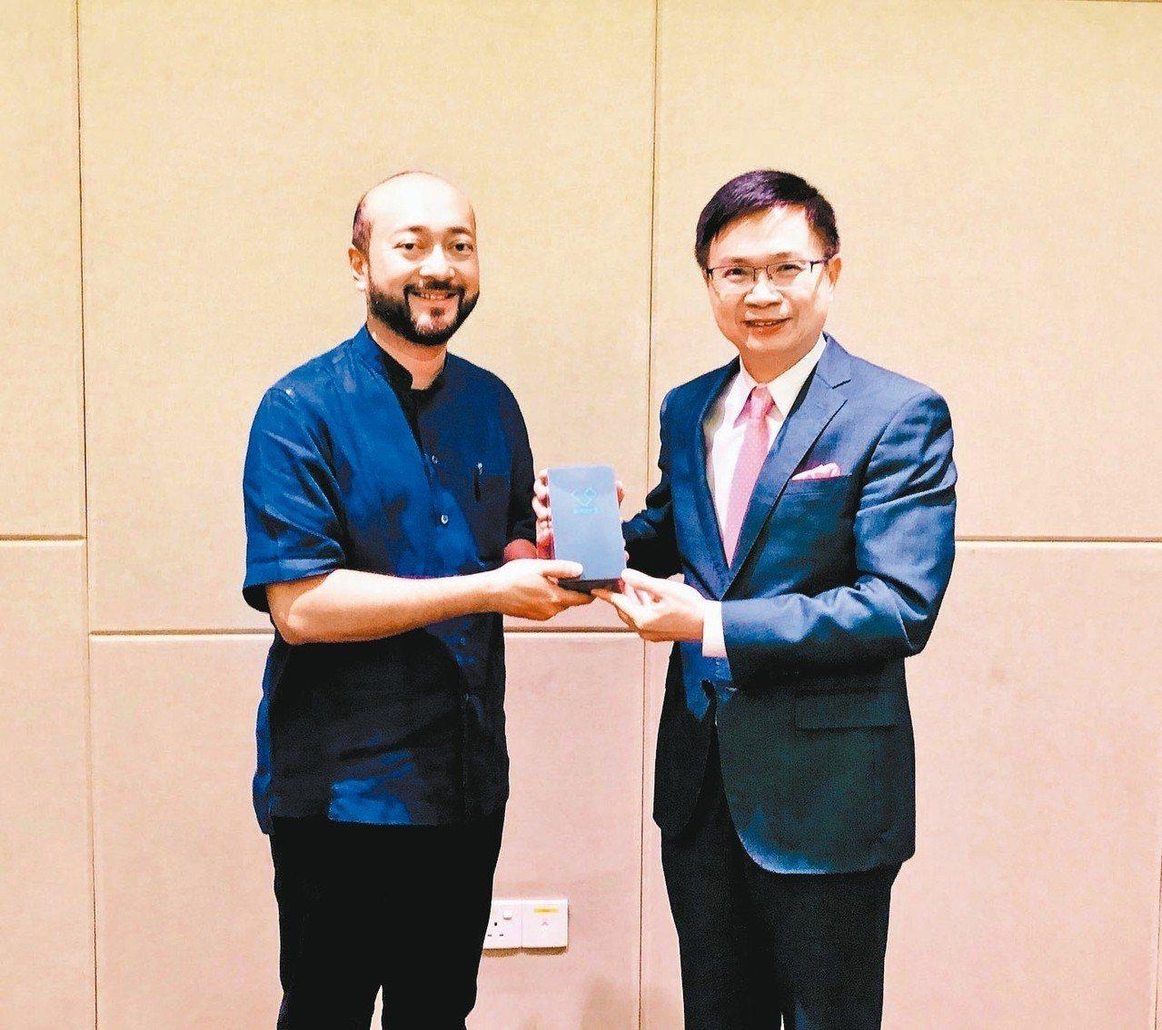 外貿協會董事長黃志芳(右)昨會晤馬來西亞吉打州州務大臣慕克里.馬哈迪。 業者/提...
