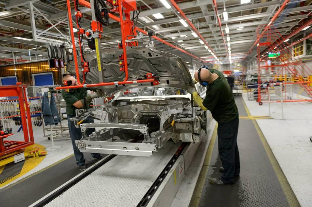 JLR的投資計劃對於英國汽車業將有所幫助。 摘自Jaguar