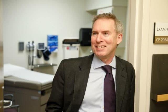 D. Ross Camidge,科羅拉多大學癌症中心胸部腫瘤科主任。