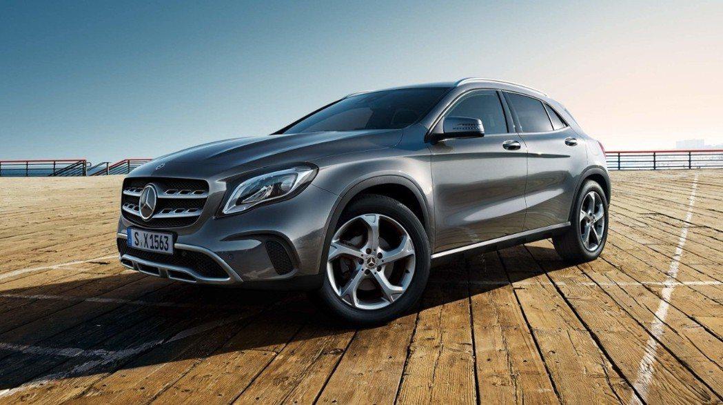 最低只需車價10%的超低頭款,日付最低600元,便可將新世代運動跑旅GLA開回家...