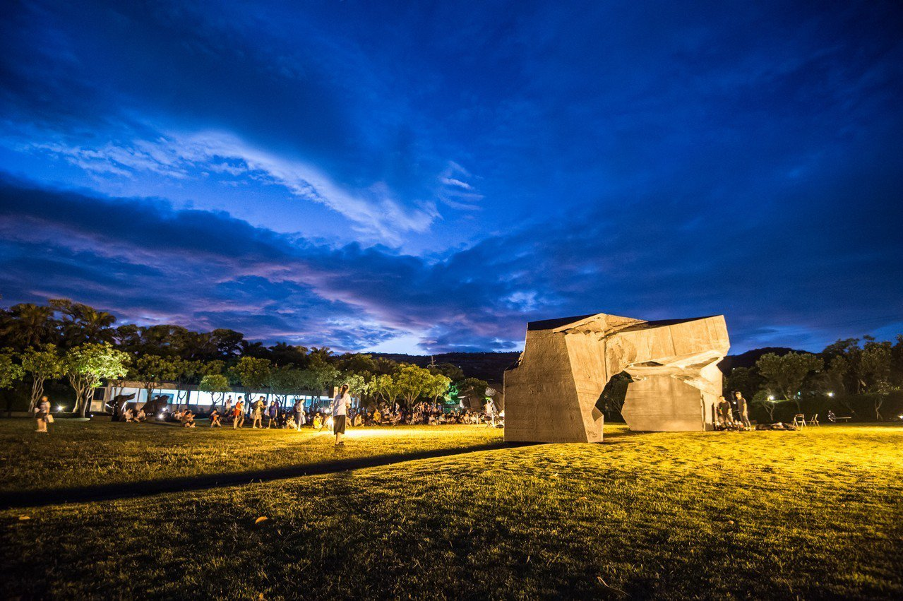 朱銘美術館今起夏夜周末免費入館 光雕秀登場