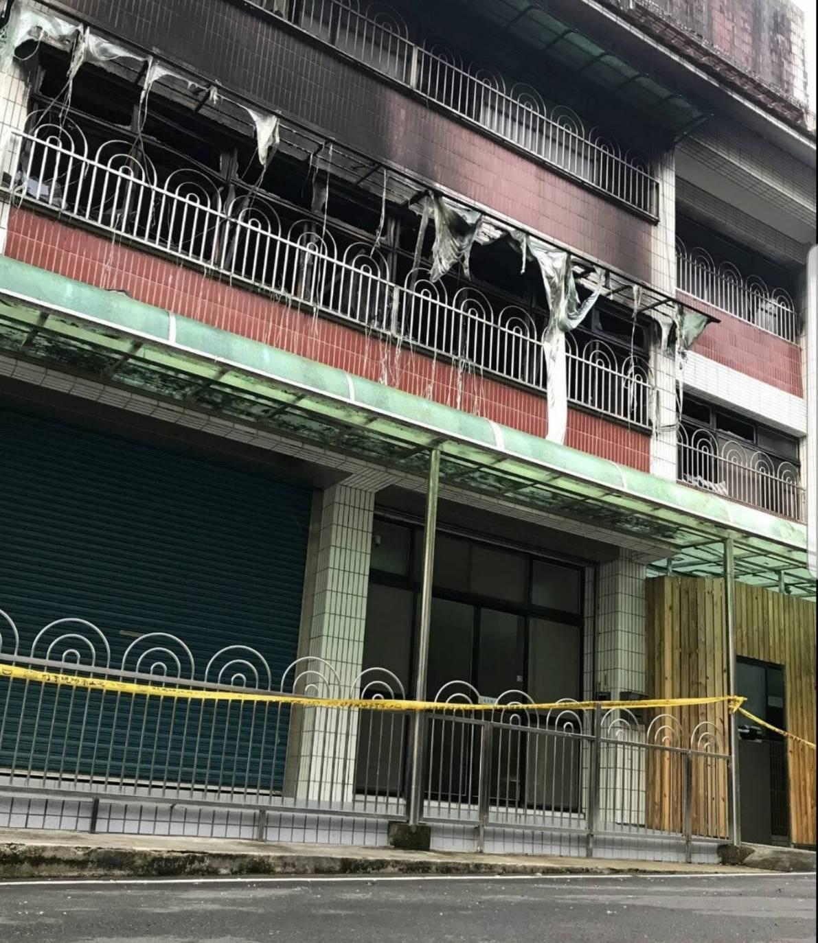 新北市石碇區南勢坑的基督教得勝關懷之家今天凌晨1時許發生火警,共造成2死3傷,至...