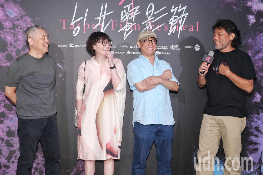 台北電影節下午舉行《海上花》 數位修復版首映,當年劇組攝影李屏賓(右起)、剪接廖