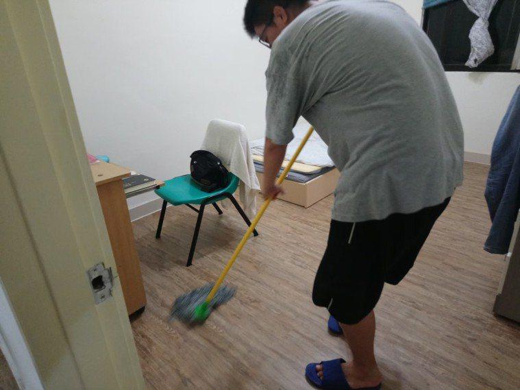 團體家屋中的精神病人可自己選擇要住單人房或兩人房。圖/高雄市心理復健協會提供
