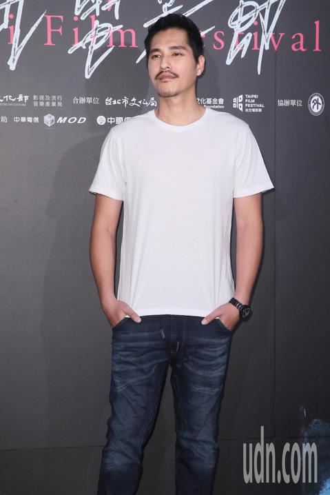 台北電影節晚上舉行《傻傻愛你,傻傻愛我》世界首映,導演藍正龍與劇中女主角郭書瑤出席。
