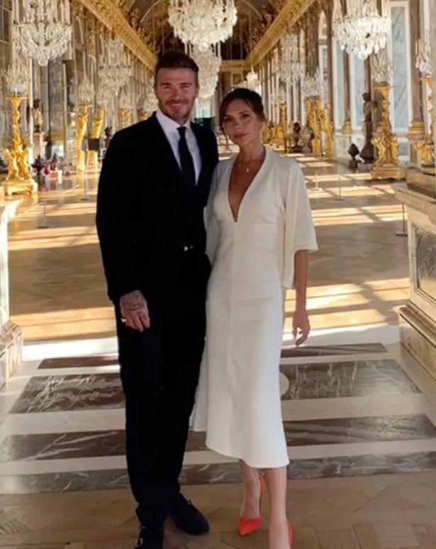 貝克漢夫婦參觀凡爾賽宮最有名的「鏡廳」。圖/摘自Instagram