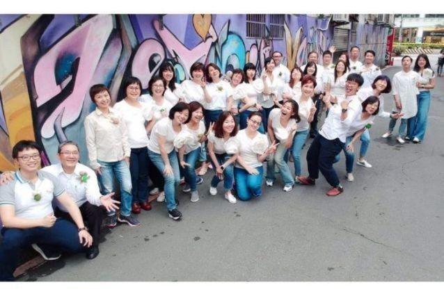 「海歸人聲合唱團」要辦贈票請粉絲看佳片。圖/南港喜樂時代影城提供