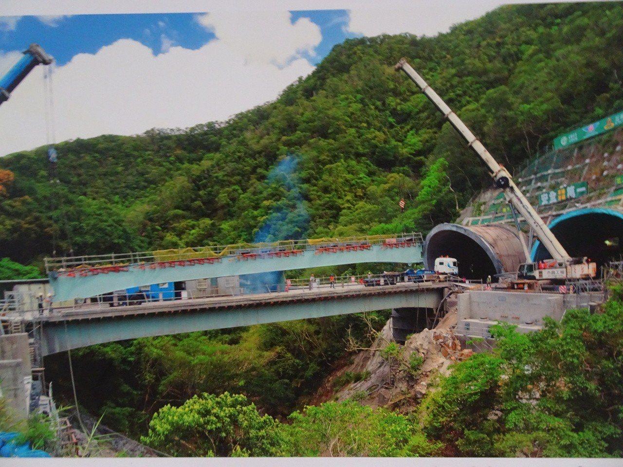 台9線南迴公路拓寬改善截彎取直工程,長4.6公里的草埔隧道雙向工程是「關鍵中關鍵...