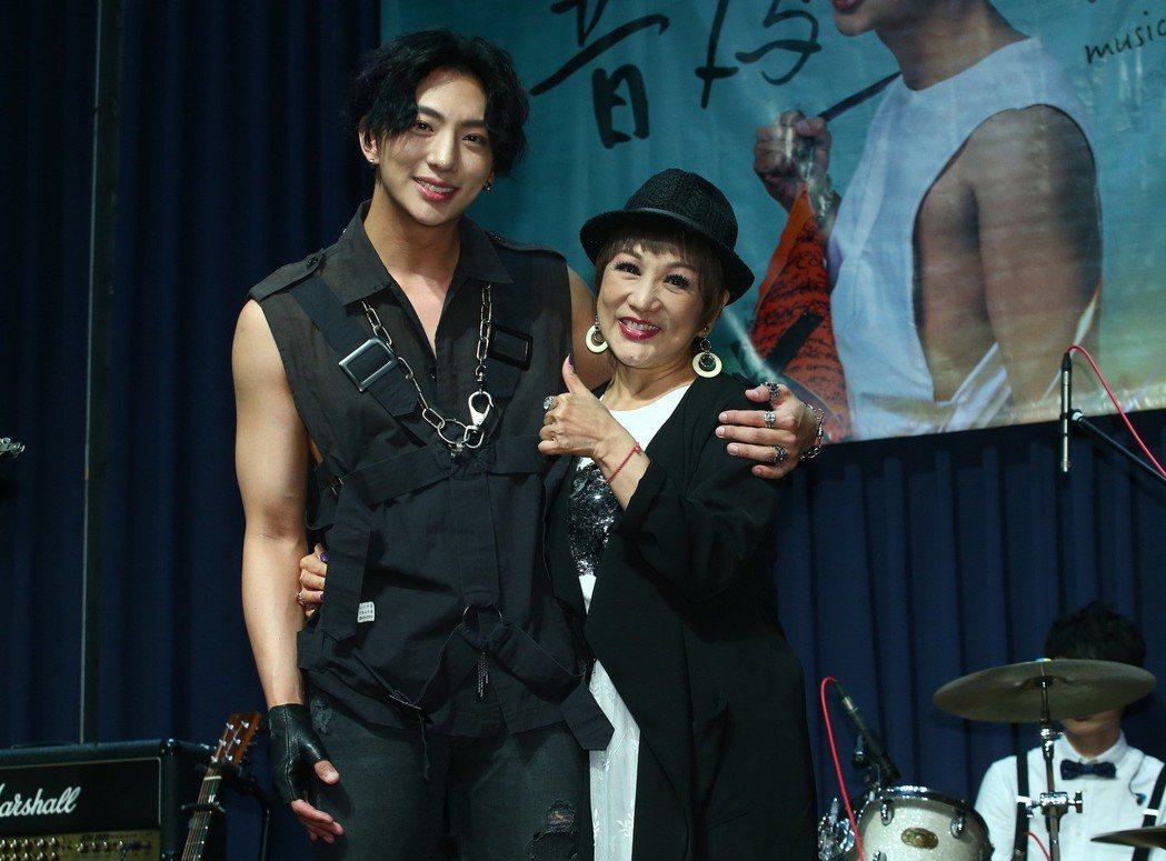 明杰舉辦音樂會「音為有你」,媽媽許仙姬也來力挺。圖/CHOCO MEDIA EN