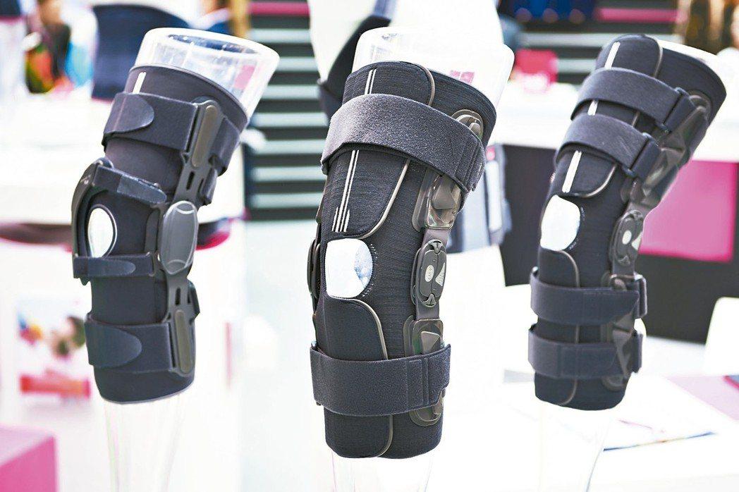 樞紐式膝關節護具 記者蘇健忠/攝影