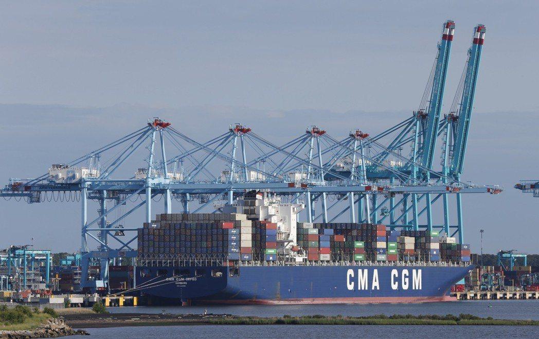 歐盟執委會下修對歐元區明年經濟成長和通膨率的預測,表示美國貿易政策的不確定性為該...
