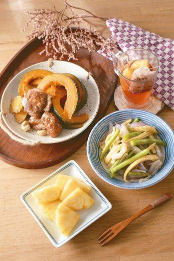 晚餐 南瓜烤雞、四季鮮蔬、玫瑰花茶 照片/帕斯頓提供