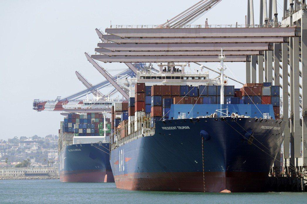 長灘港為全美最大貨櫃貿易港。(美聯社)