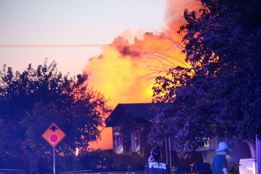 在5日強震發生後,位於震央附近的里奇克萊斯特發生多起火災。(路透)